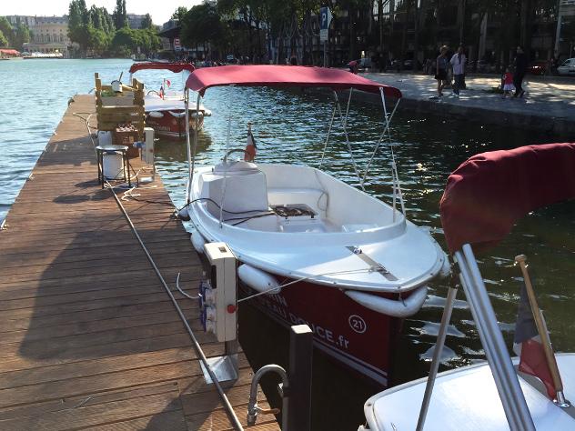 El Canal de l'Ourcq es parte de la red de canales parisinos.