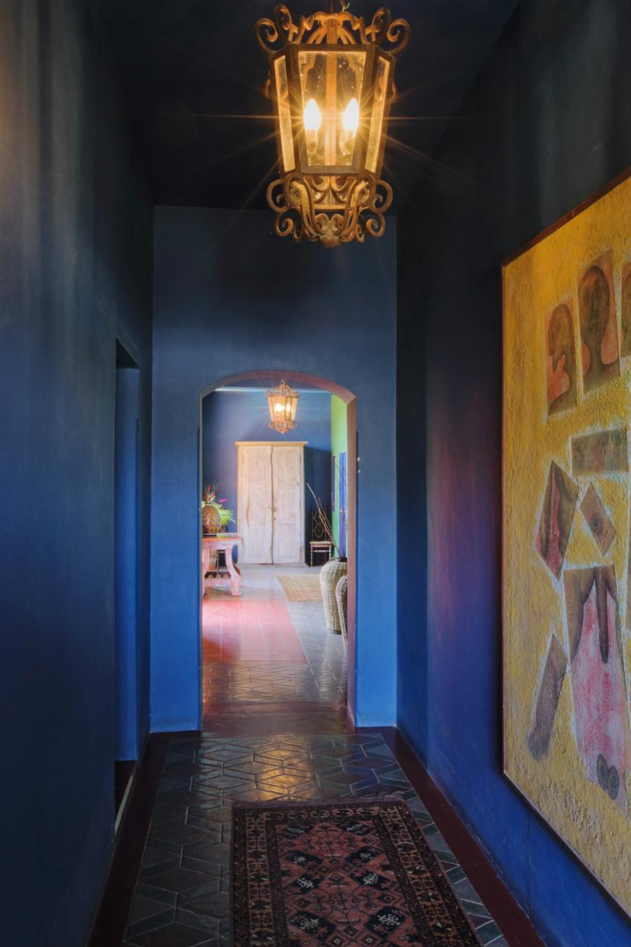 westwing-frida-kahlo-azul-pasillo