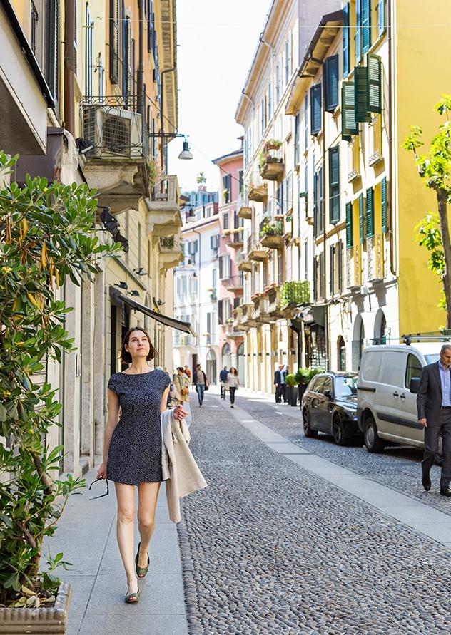 Margot Zanni paseando por Brera.