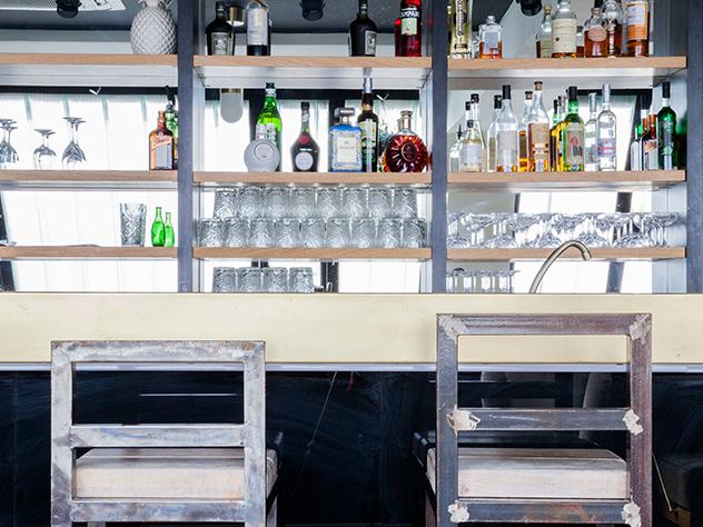 Auto-proclamado primer rooftop de París, el bar-restaurante Le Perchoir está instalado en la cima de un edifico del barrio de Ménilmontant.