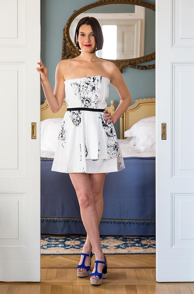 Margot Zanni posando en una de las habitaciones del Grand Hotel et De Milán.