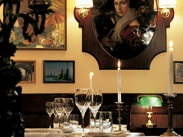 Mesa del restaurante Don Carlos.