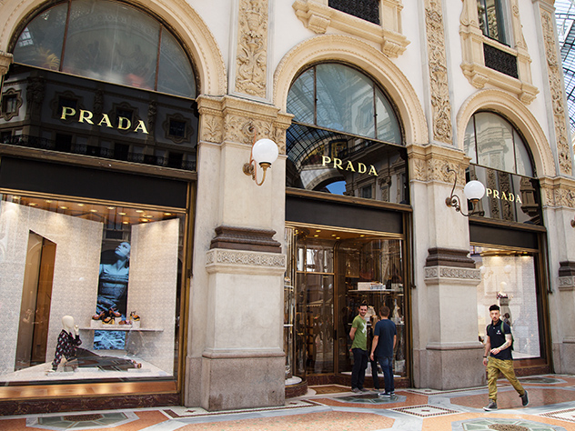 Tienda Prada en vía Montenapoleone.
