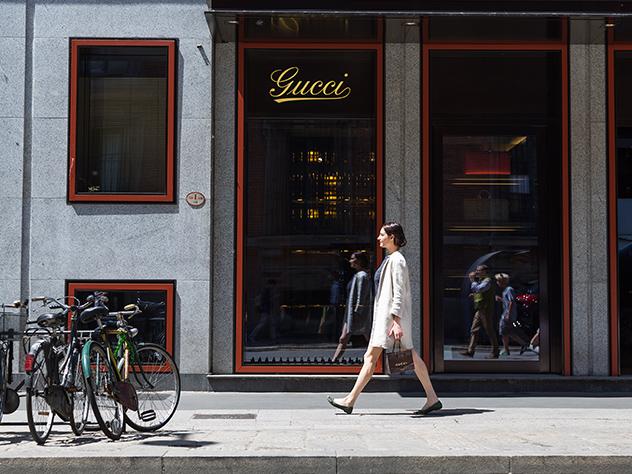 La Directora de Estilo de Westwing Italia, Margot Zanni, de compras por vía Montenapoleone.