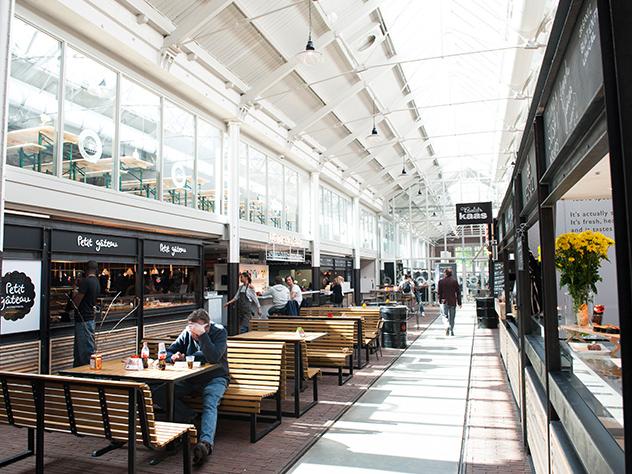 The Food Hallen es un punto de encuentro para tomar algo en cualquier momento del día .