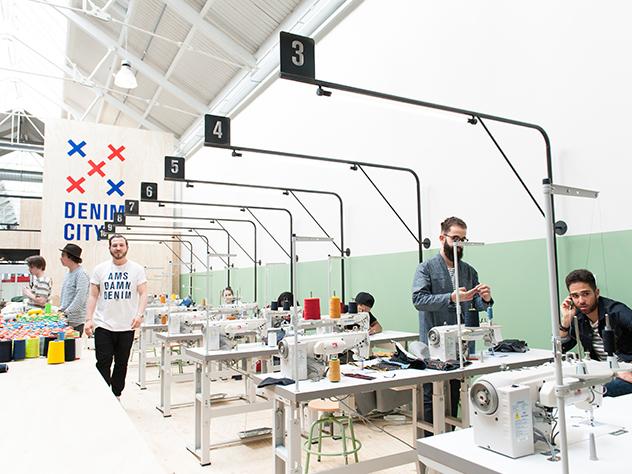 Este mercado también acoge la primera escuela de tejido denim de Ámsterdam, The Movie Hallen