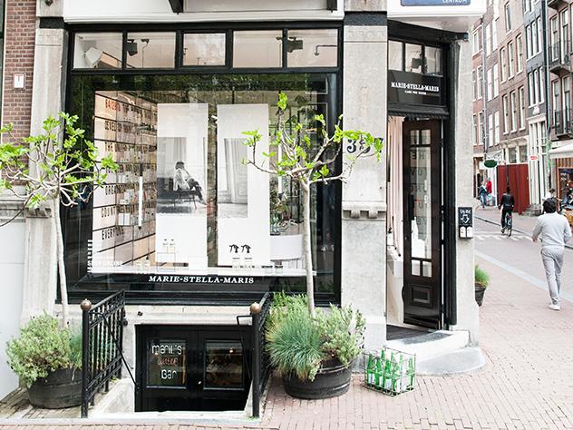 La tienda Marie-Stella Maris de Ámsterdam era una tienda que originalmente vendía agua y destinaba sus beneficios a proyectos sostenibles.