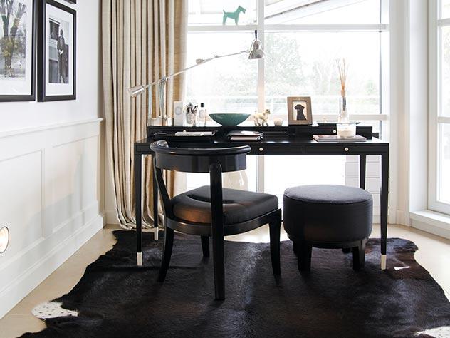 Las líneas clásicas de muebles y sillas suponen una apuesta por el estilo más atemporal.