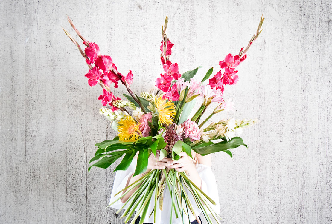 Ramo de flores agosto tropical