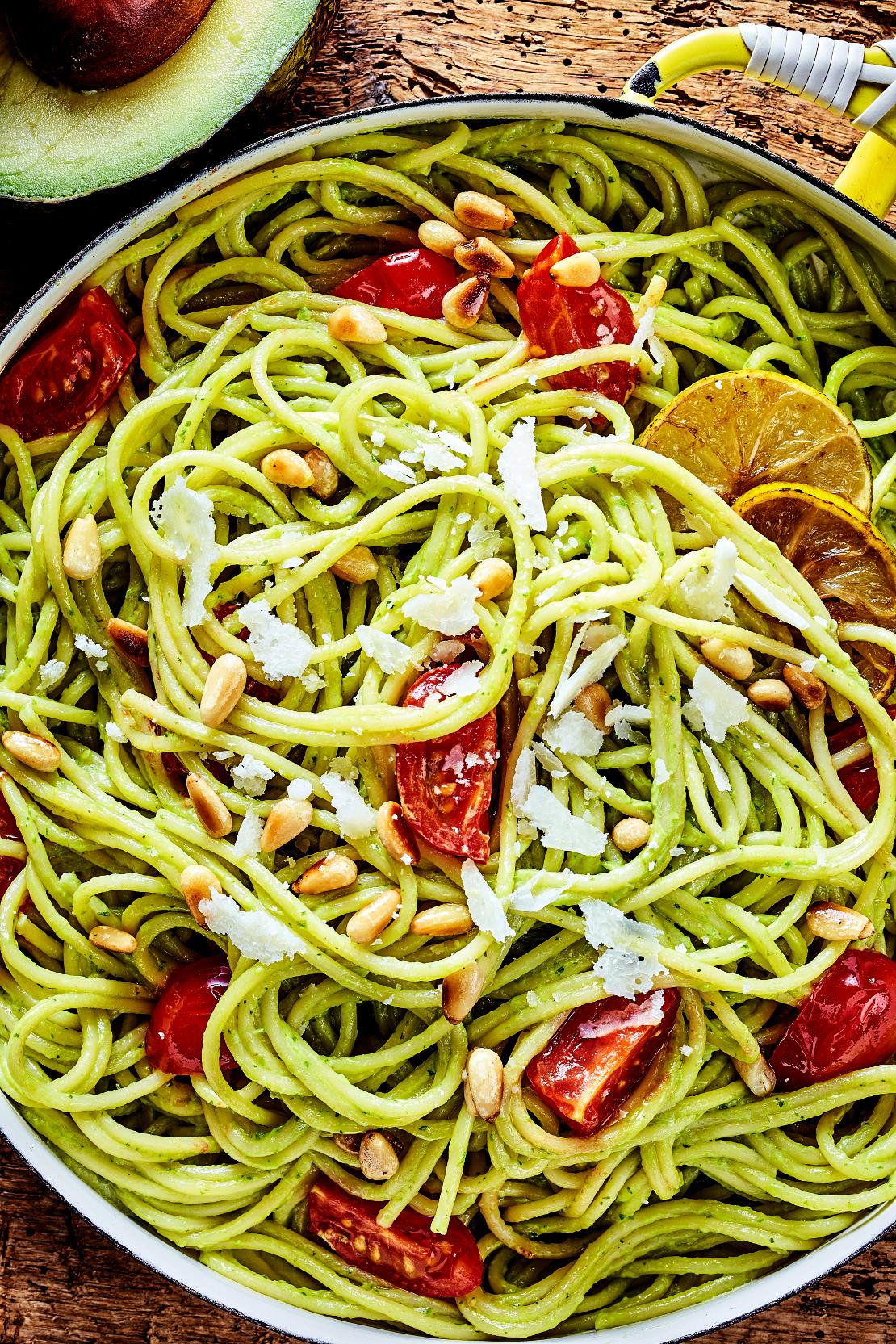 recetas-otoño-espagueti-aguacate-vertical