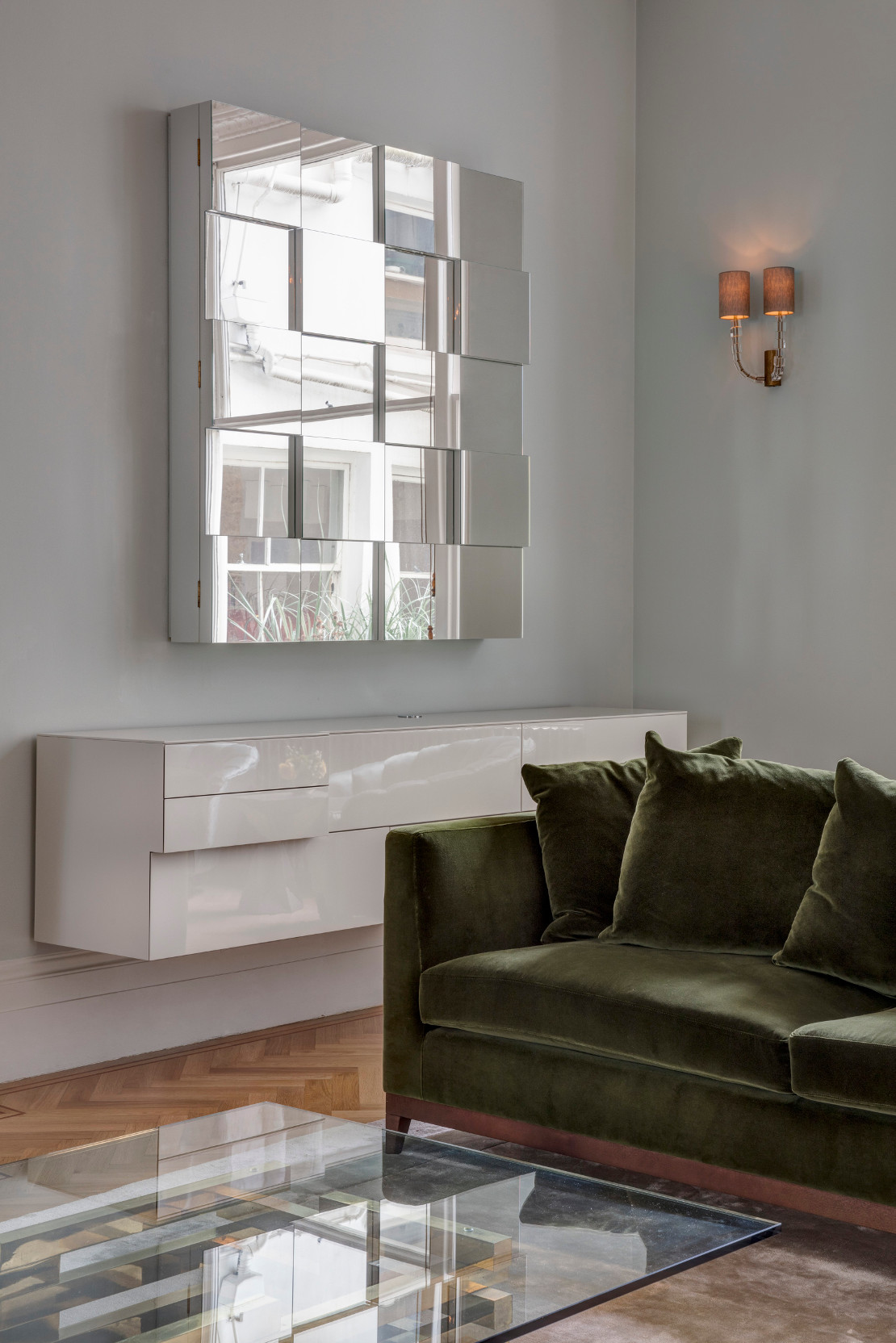 casa-fresca-luminosa-espejos