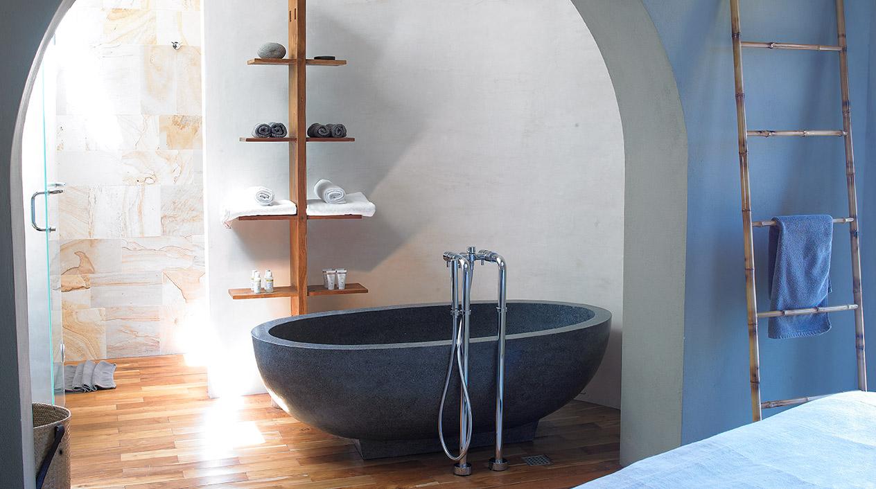 Los materiales naturales como la piedra forman parte de la estética de este alojamiento.