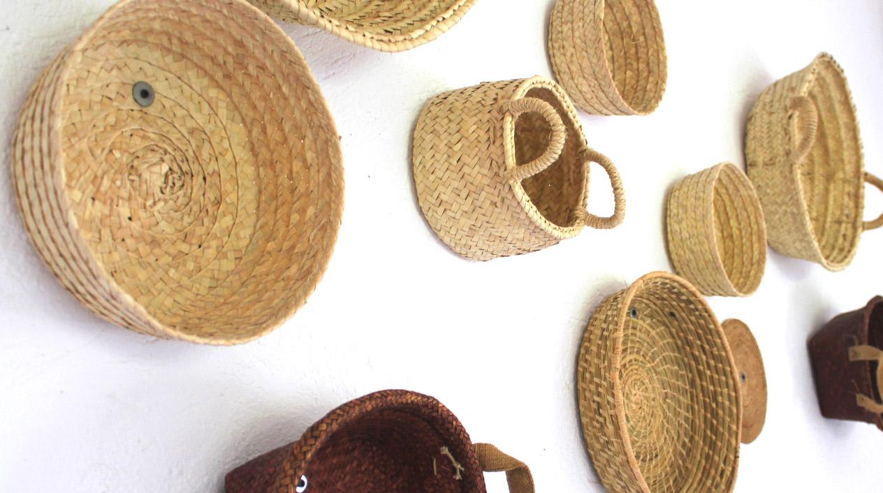 La decoración de este agroturismo es marcadamente rústica, con materiales como la madera o las fibras naturales como protagonistas.