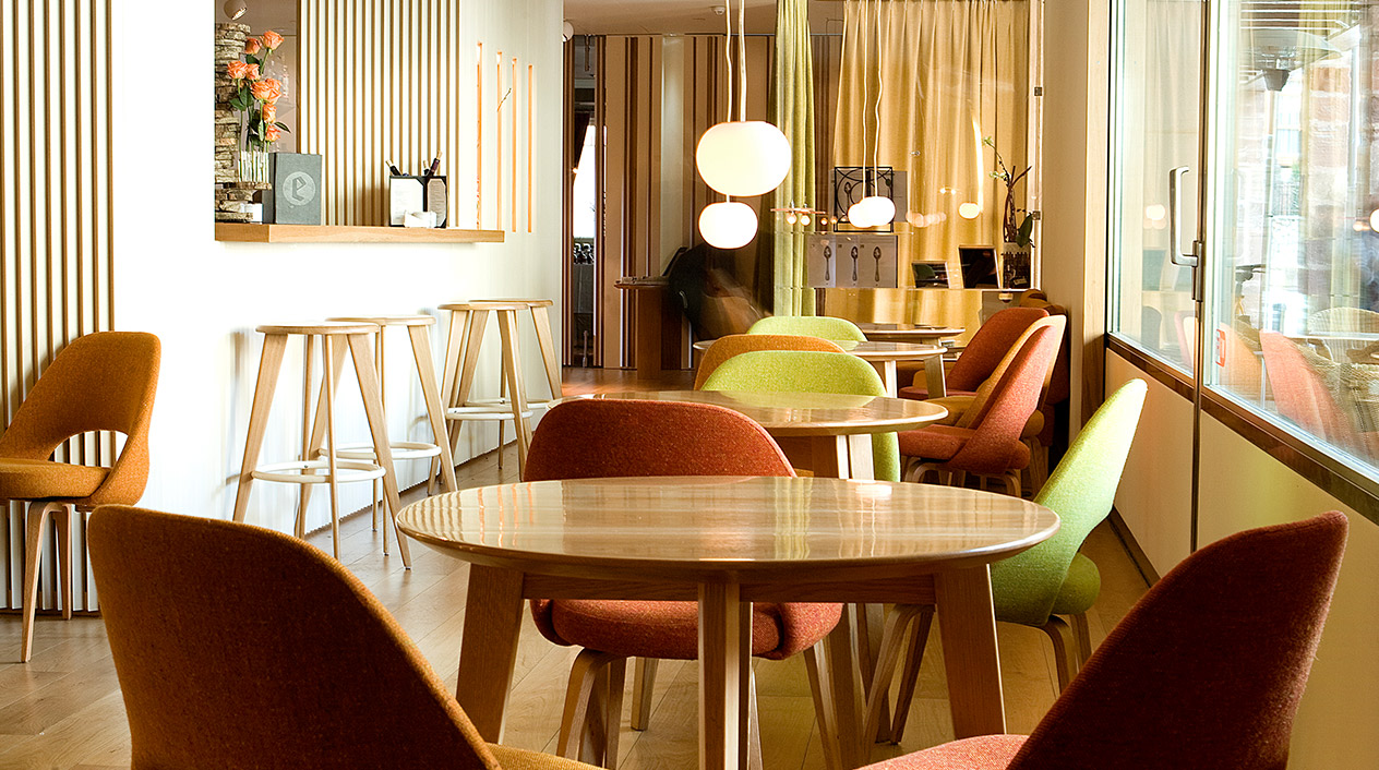 La decoración de este gastro-hotel Echaurren tiene el sello del estudio de diseño Picado de Blas.