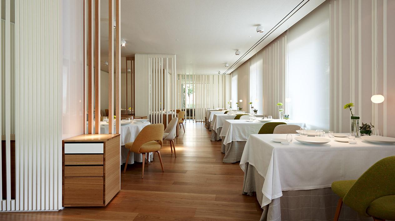 El restaurante El Portal tiene un estilo actual diseñado por y para la degustación de la cocina más creativa.
