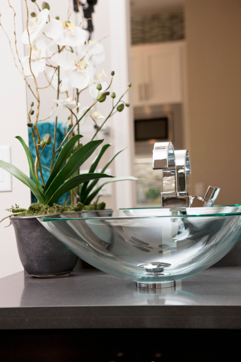 para aquellos que necesitan notas de delicadeza nada mejor que un lavabo de cristal sutil y perfecto parte de la atraccin del vidrio es su elegancia y