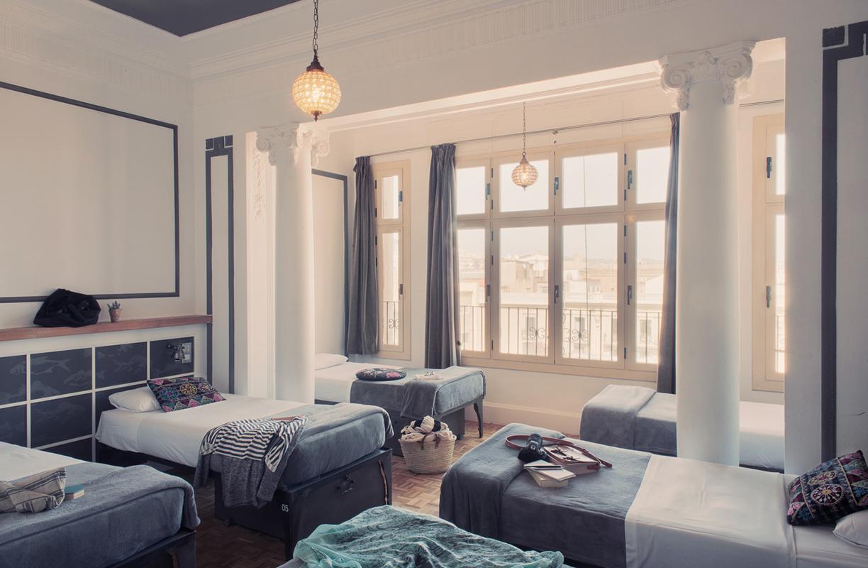 Con más de 140 habitaciones, las posibilidades de alojarse en Casa Gracia son varias. Habitación privada o compartida son solo algunas de ellas