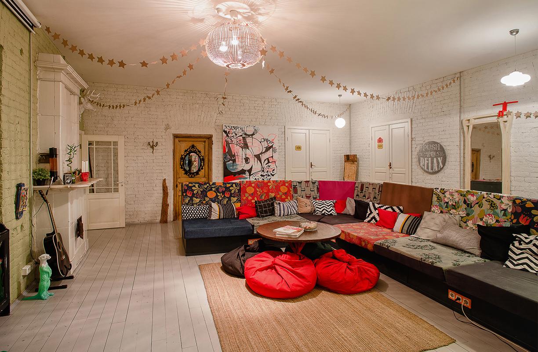 Si en algo coinciden los hostales de diseño es en crear espacios comunes cómodos, prácticos y versátiles que se adapten no solo a la situación, sino también a los viajeros