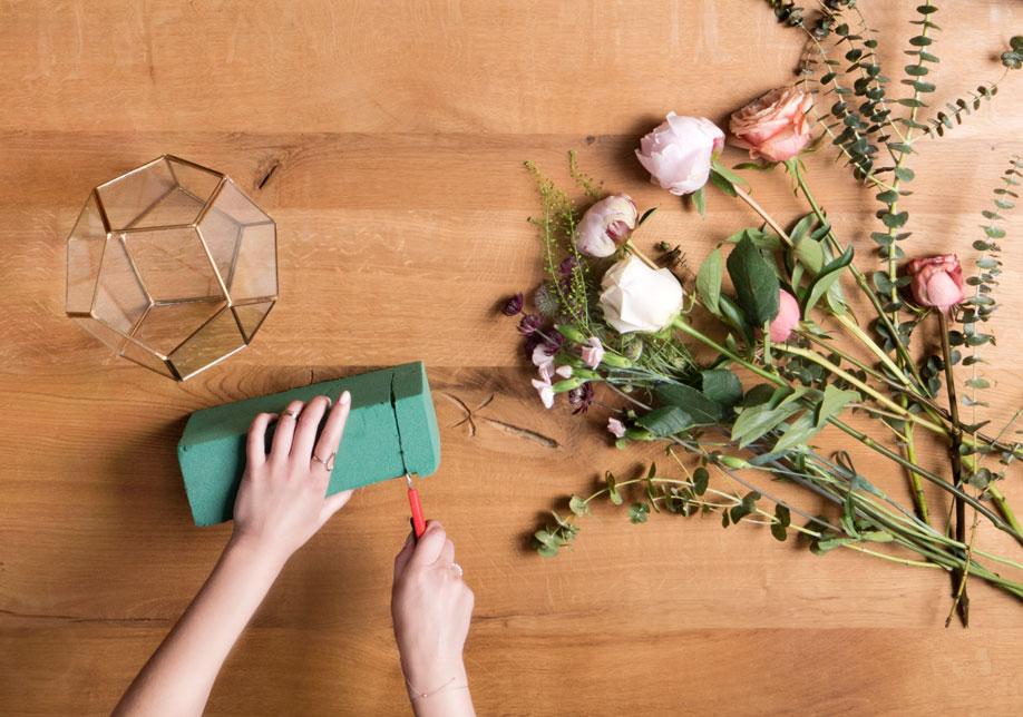 Centro de mesa con terrario espuma floral