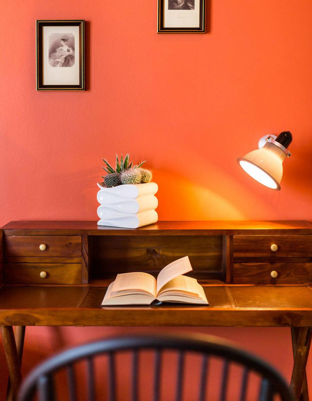 Hotel Villa Bougainville escritorio de madera