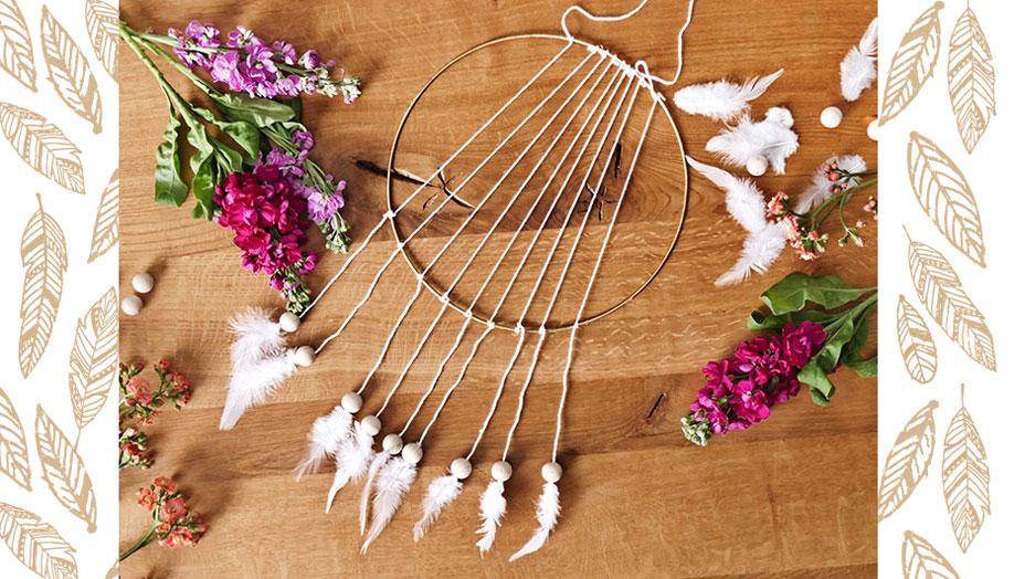 Atrapasueños DIY plumas blancas