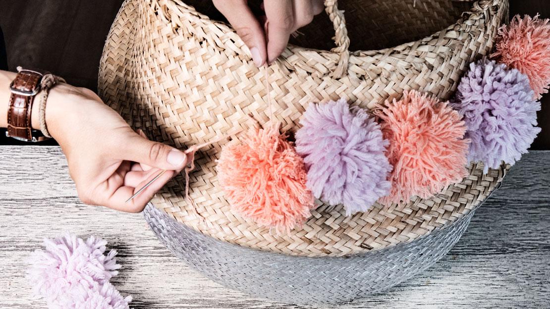 Cesta con pompones DIY coser