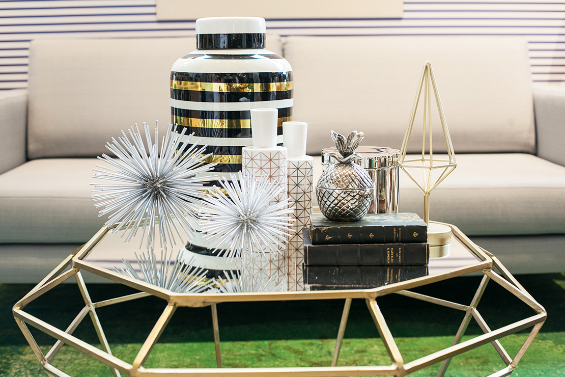 mesa de salón de estilo metálico