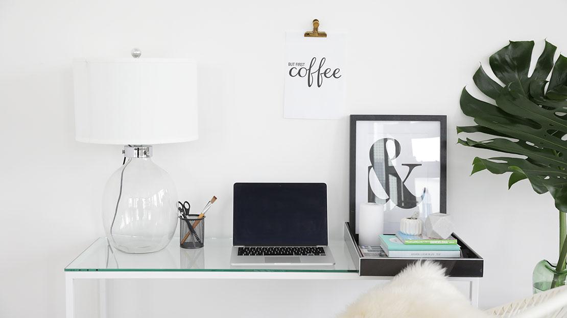 escritorio minimalista ordenado