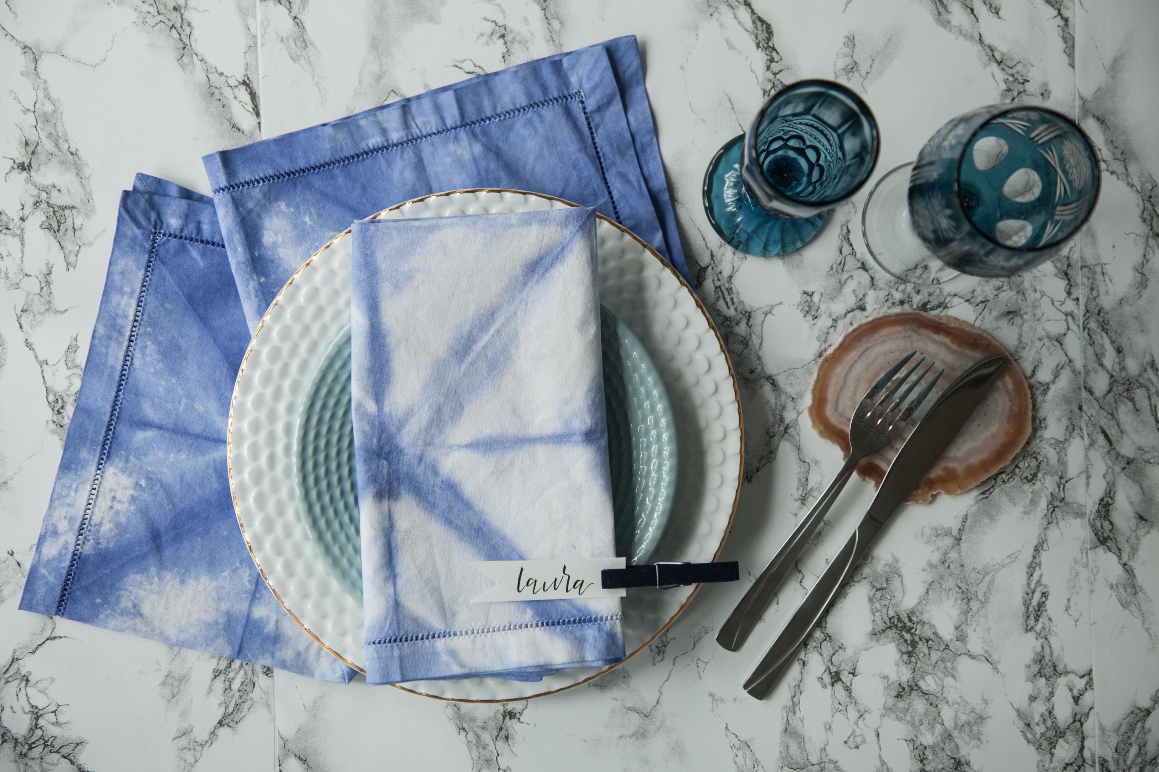servilletas teñidas con la técnica shibori