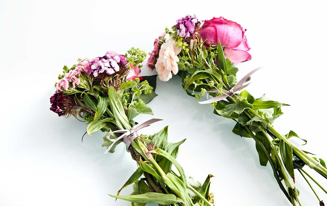 do it yourself un bouquet de fleurs suspendu westwing. Black Bedroom Furniture Sets. Home Design Ideas