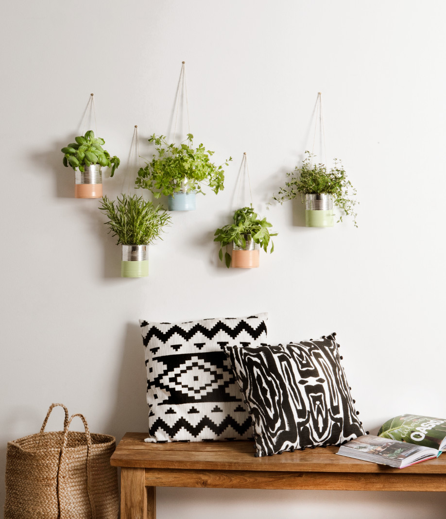 Diy un jardin aromatique suspendu westwing magazine - Creer un jardin aromatique ...