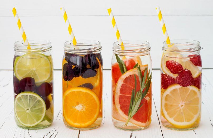 6 recettes d'eaux aromatisées pour l'été