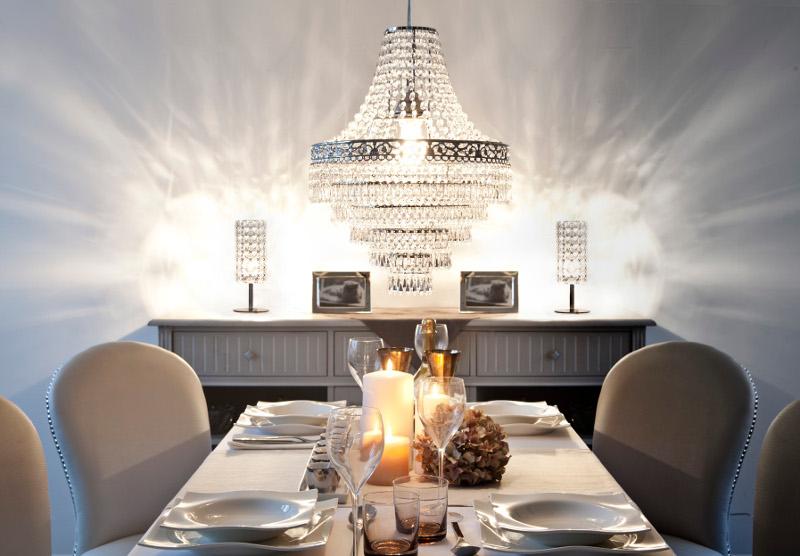 déco glamour: table avec lustre