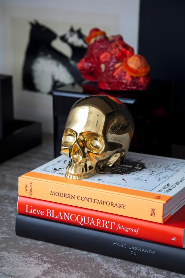décoration glamour: crâne doré