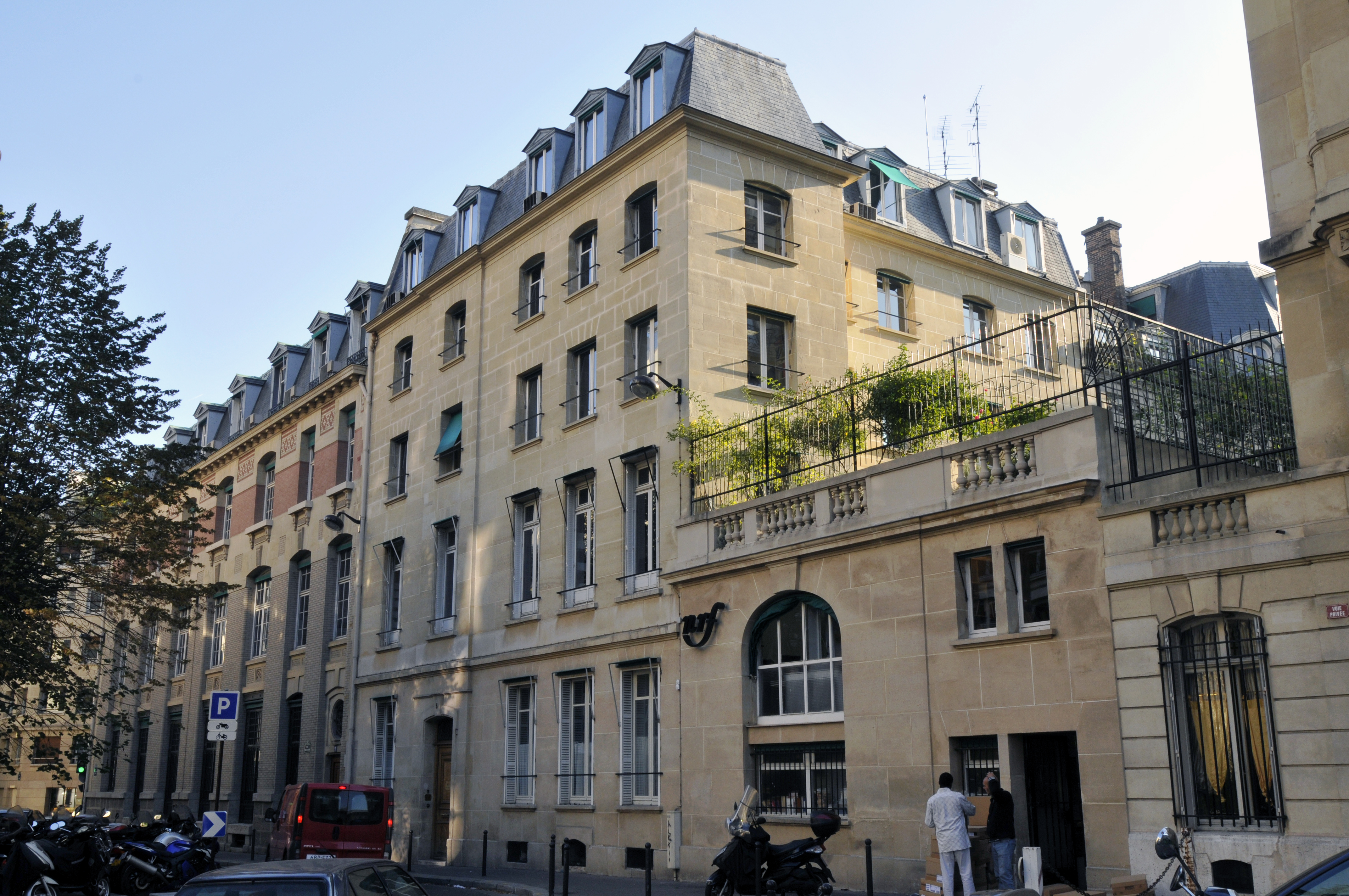 5 rue Gaston Gallimard, 75007 Paris[2] (1)