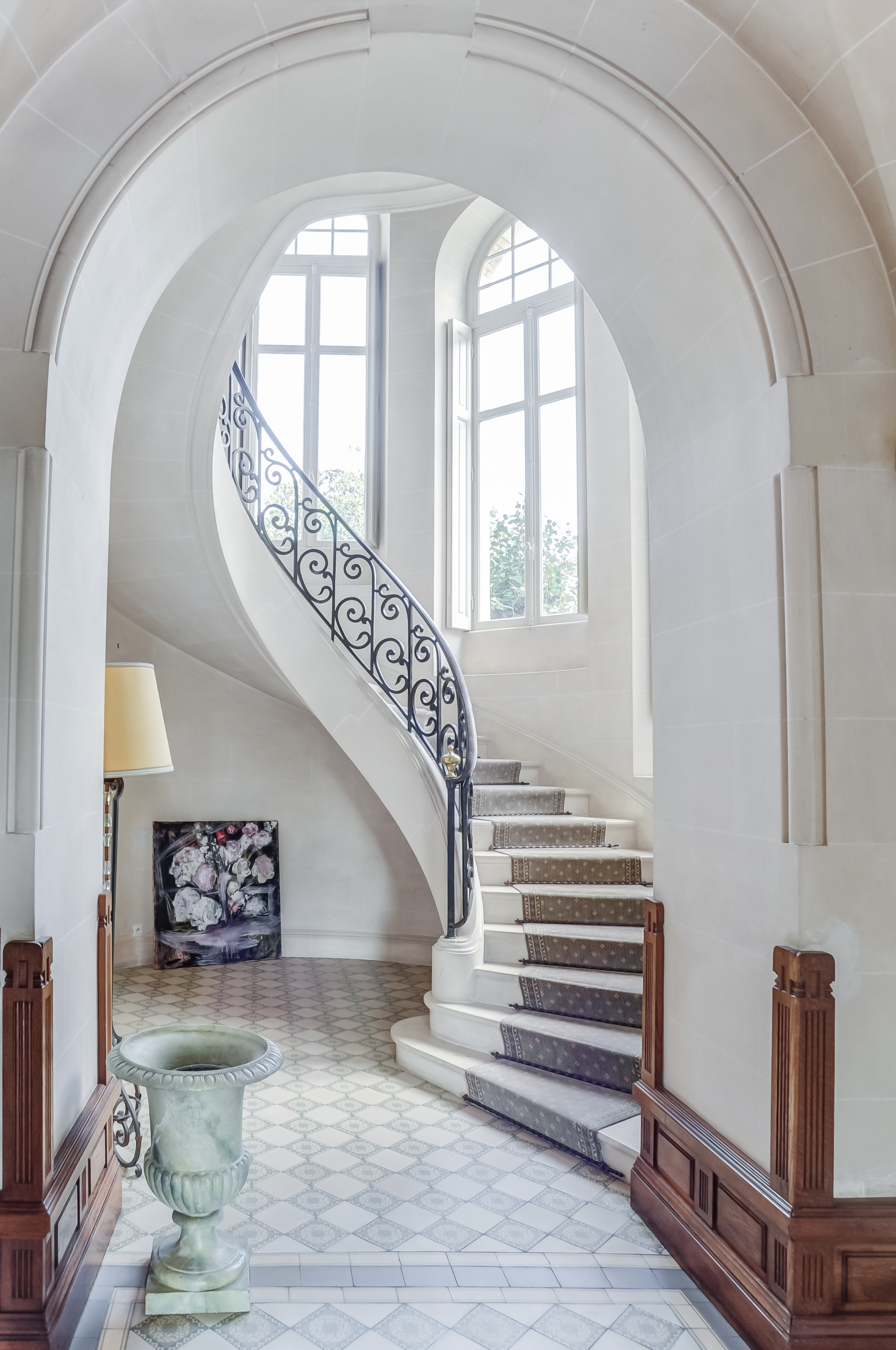 chateau-du-clair-de-lune-63-escalier-∏ChateauxetHotelsCollection