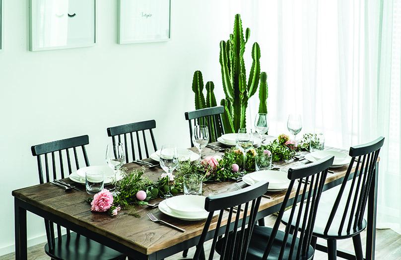 DIY : une guirlande de table fleurie pour votre décoration de Pâques