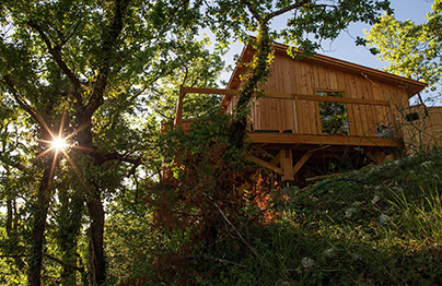 Pella Roca, Cabanes et Spa : évasion perchée près de Toulouse