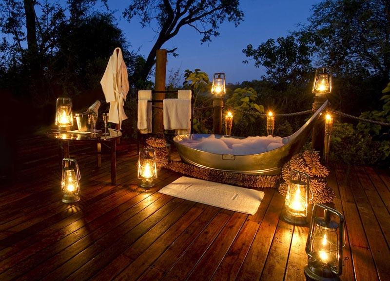 Nato in Kenya, si espande in paradisi quali Tanzania e Uganda. Offre una full-immersion nella natura, assicurando il piacere di una romanticissima Spa sotto le stelle.