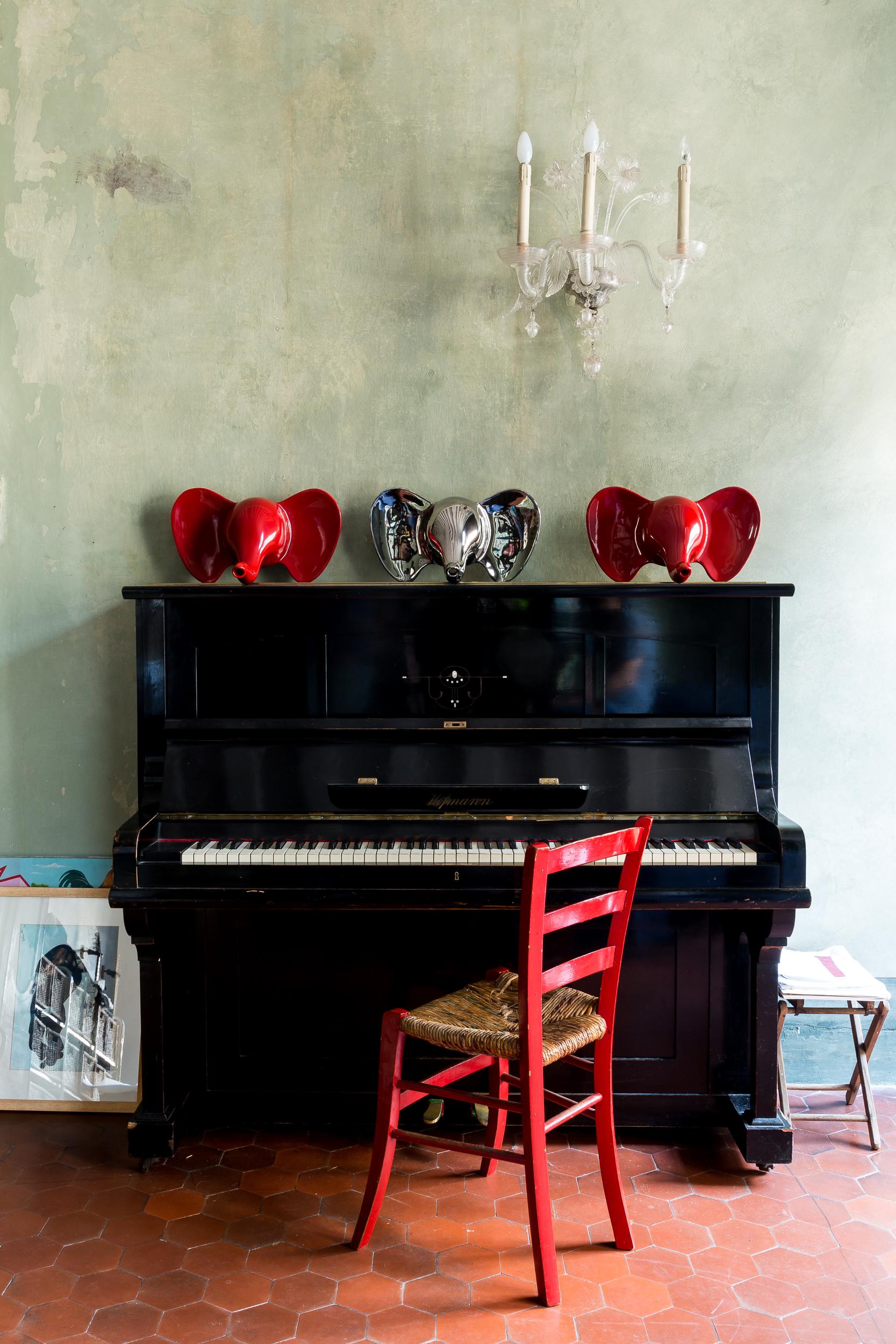 Un ritratto del pianoforte di Aldo Cibic,  sul quale l'architetto ama letteralmente