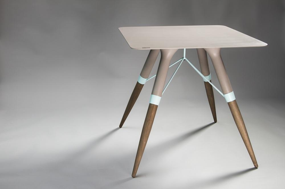 Perfetto come arredo indoor e outdoor, il tavolino