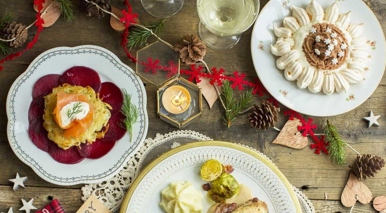 Come decorare la tavola di natale westwing magazine - Decorare candele per natale ...