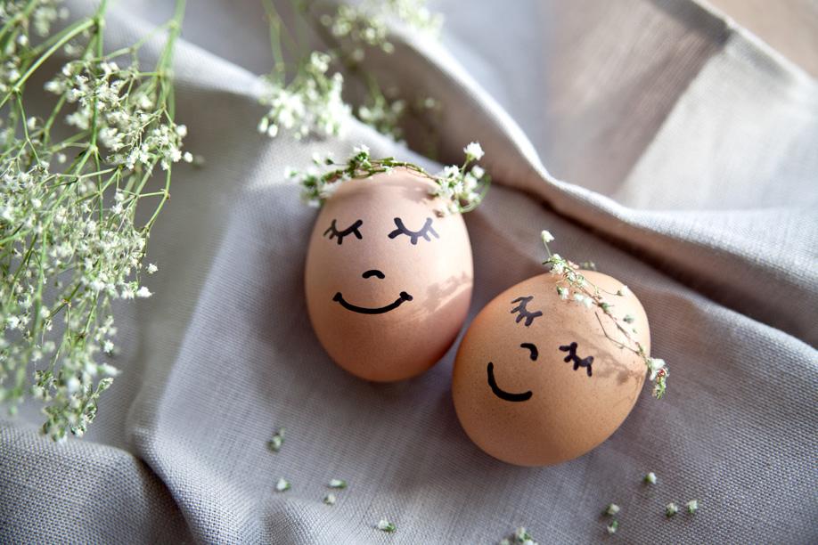 4 idee per decorare le uova di pasqua westwing magazine - Decorare le uova per pasqua ...
