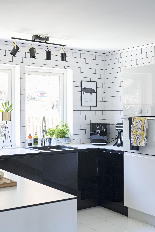 Arredare bianco nero non solo optical westwing magazine for Piastrelle cucina bianche e nere