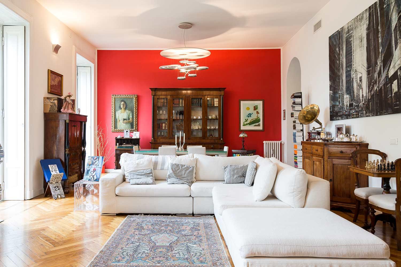 casa classica in stile a milano arredi in legno westwing
