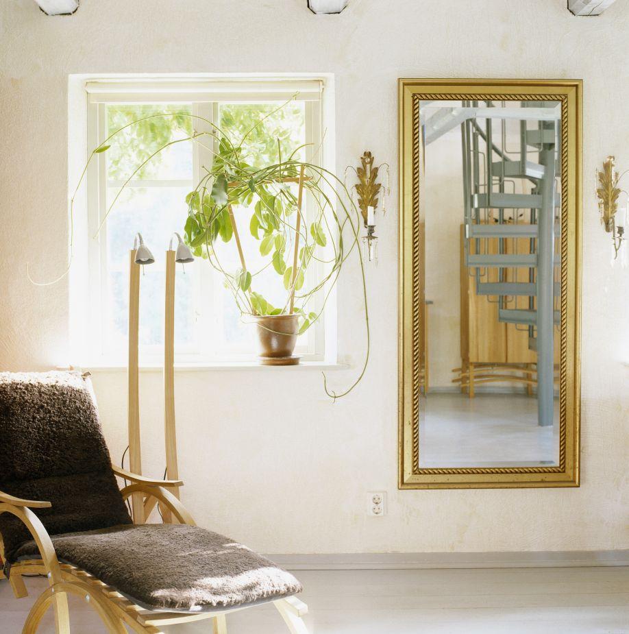 wanddecoratie spiegel in lichtkleurig interieur