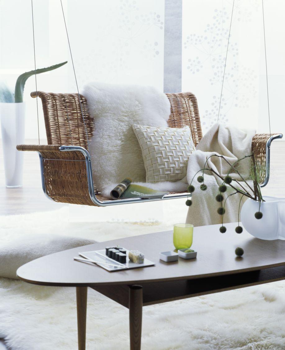 ovale salontafel met rotan fauteuil