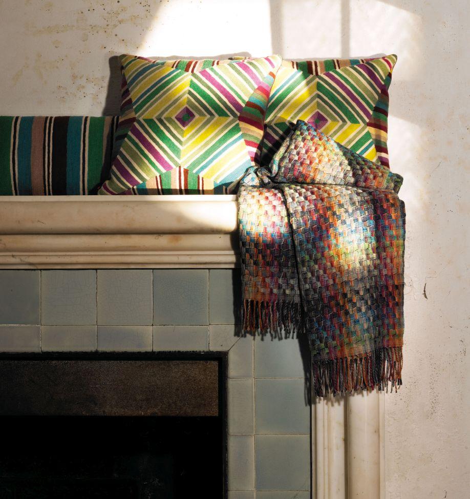 Missoni home stralende kleuren in zigzagpatroon westwing - Thuis kussens van de wereld ...