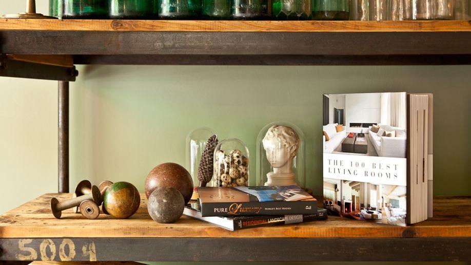 boekenstandaard hout beeldjes op planken
