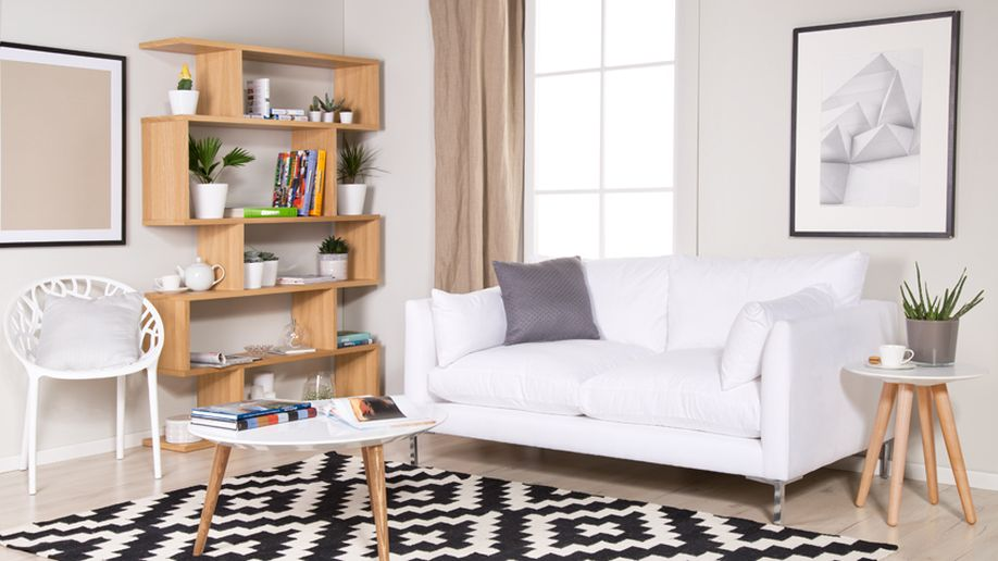 boekenstandaard hout in scandi woonkamer